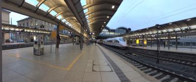 Bahnsteig und  Gleise am  Hauptbahnhof Mainz
