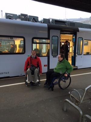 Bild mit Matthias Rösch und Dieter Moritz am Bahnsteig vor den Zug