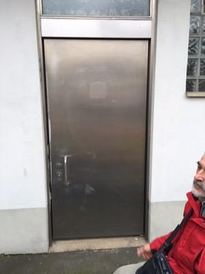 die Tür der ehemaligen Behindertentoilette am Binger Hauptbahnhof