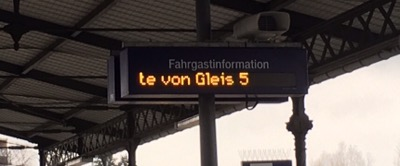 Laufschriftanzeige zum Gleiswechsel