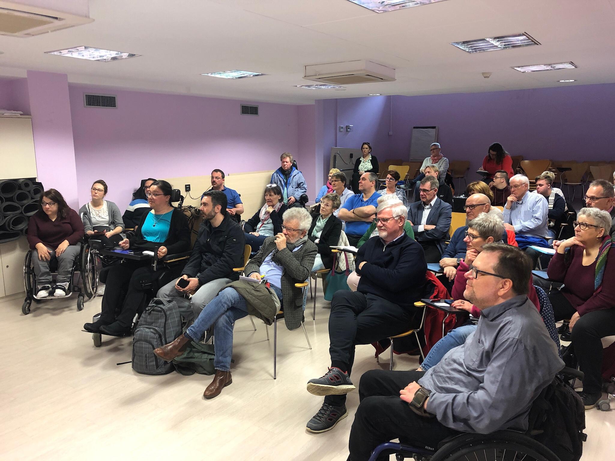 Die Teilnehmerinnen und Teilnehmer aus Rheinland-Pfalz bei der Informationsveranstaltung der Stadt