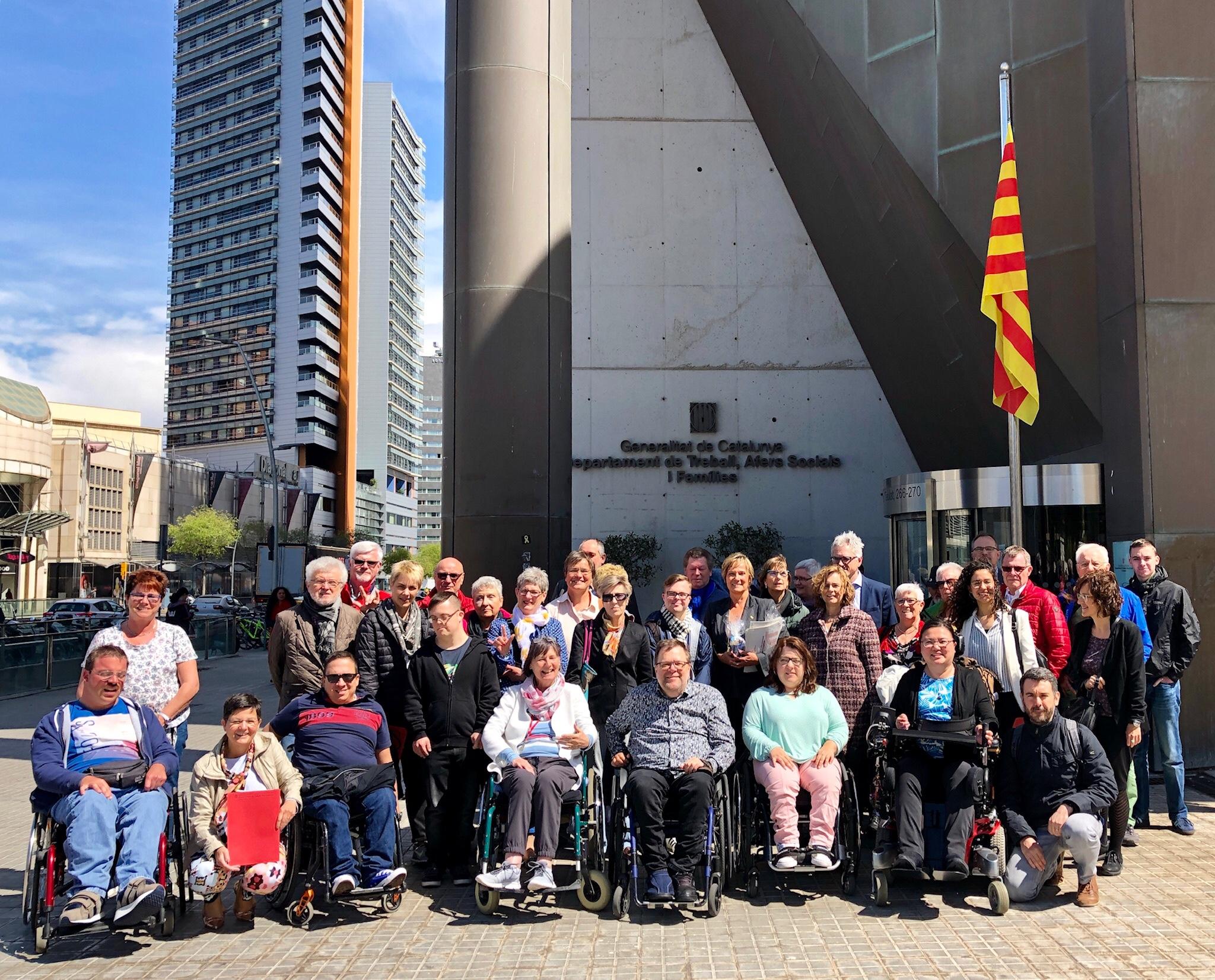 Gruppenbild vor dem Sozialministerium