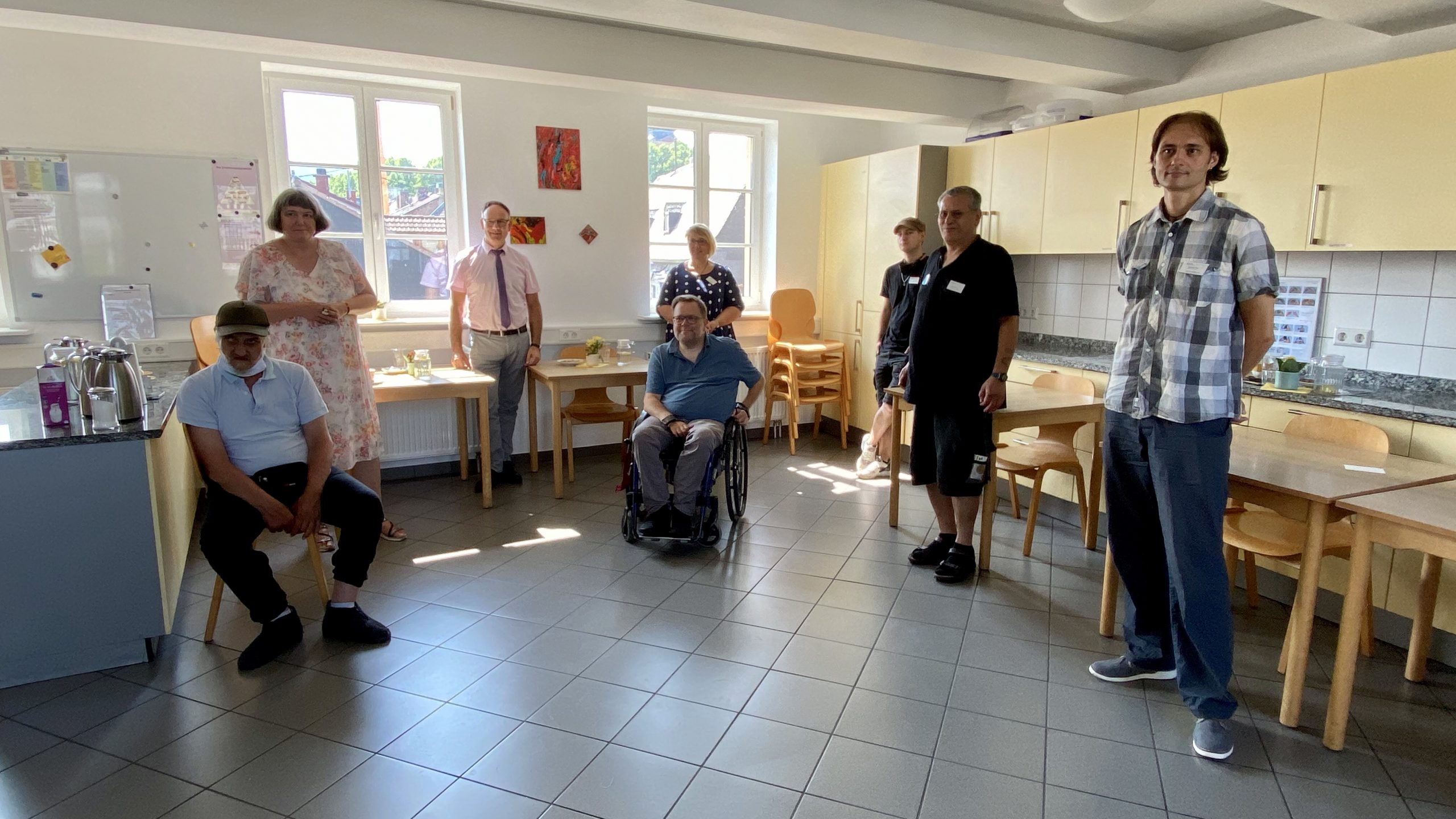 Foto von den Teilnehmerinnen und Teilnehmern vom Gespräch in der Tagesstätte